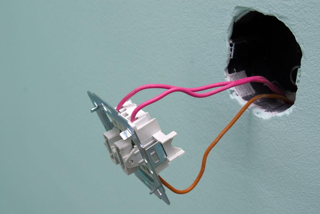 Welche Drähte gehen zum Schalter? Wie verbinden Sie die ...